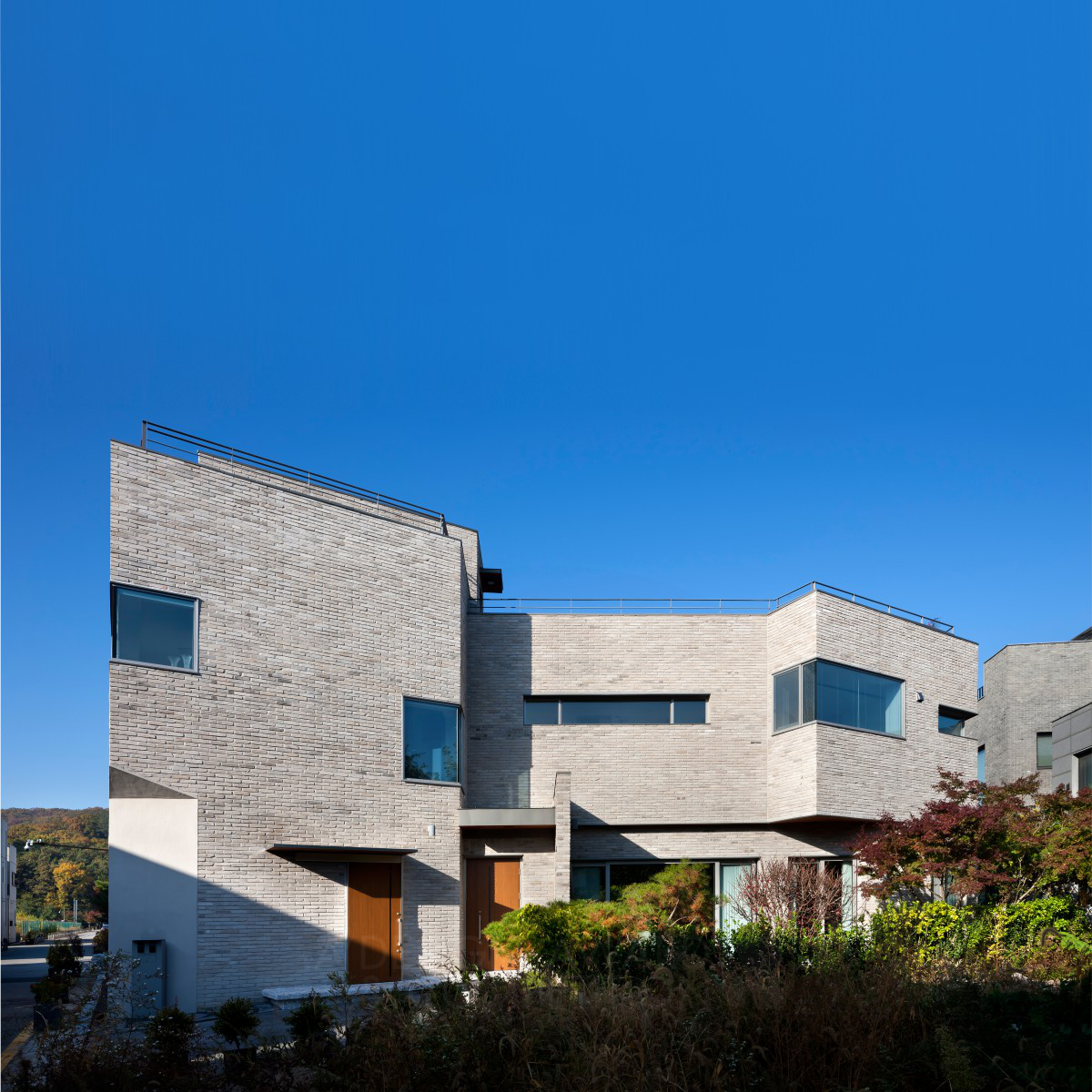 A House in the Landscape Naturous Residence