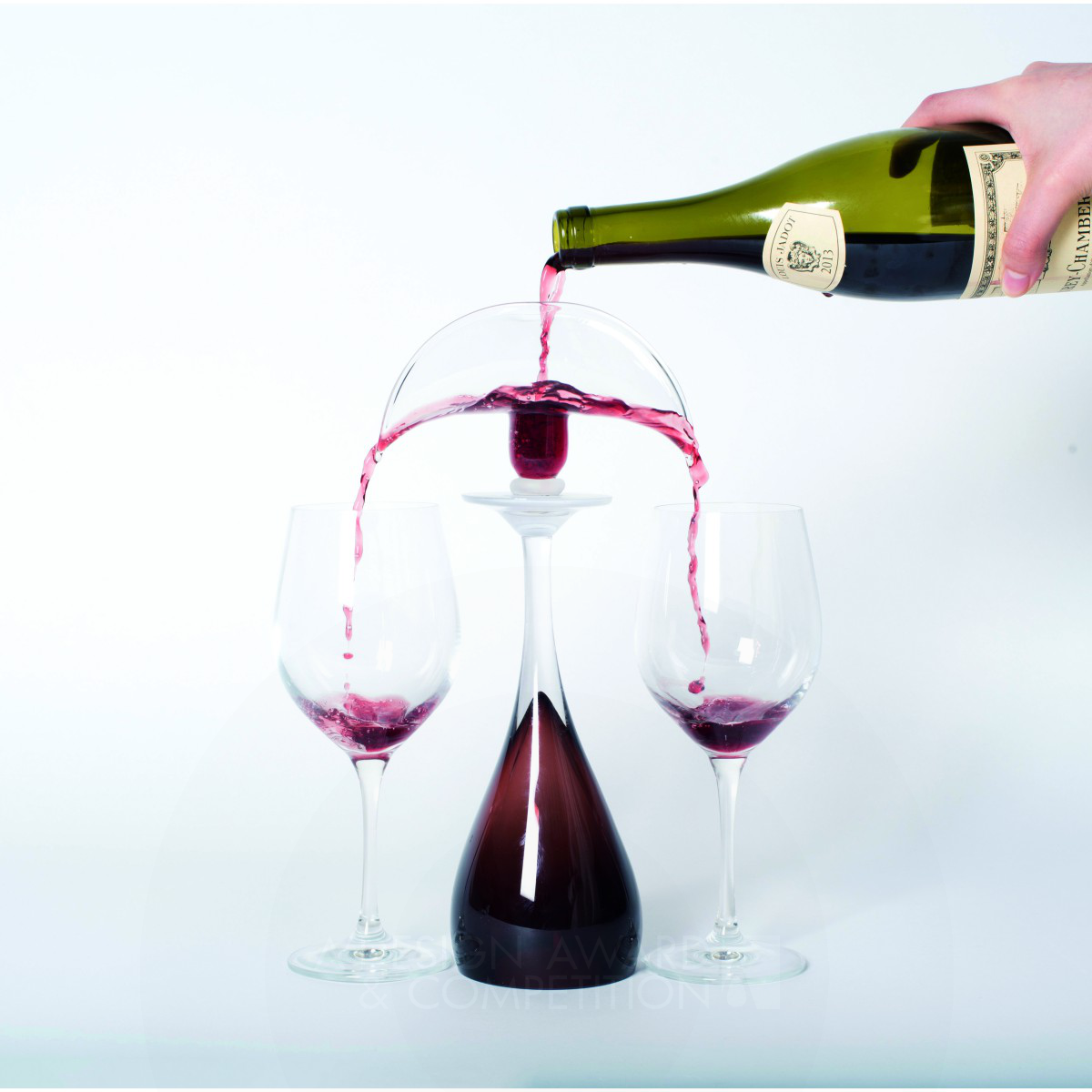 Fountainia Divide wine into two wine glasses