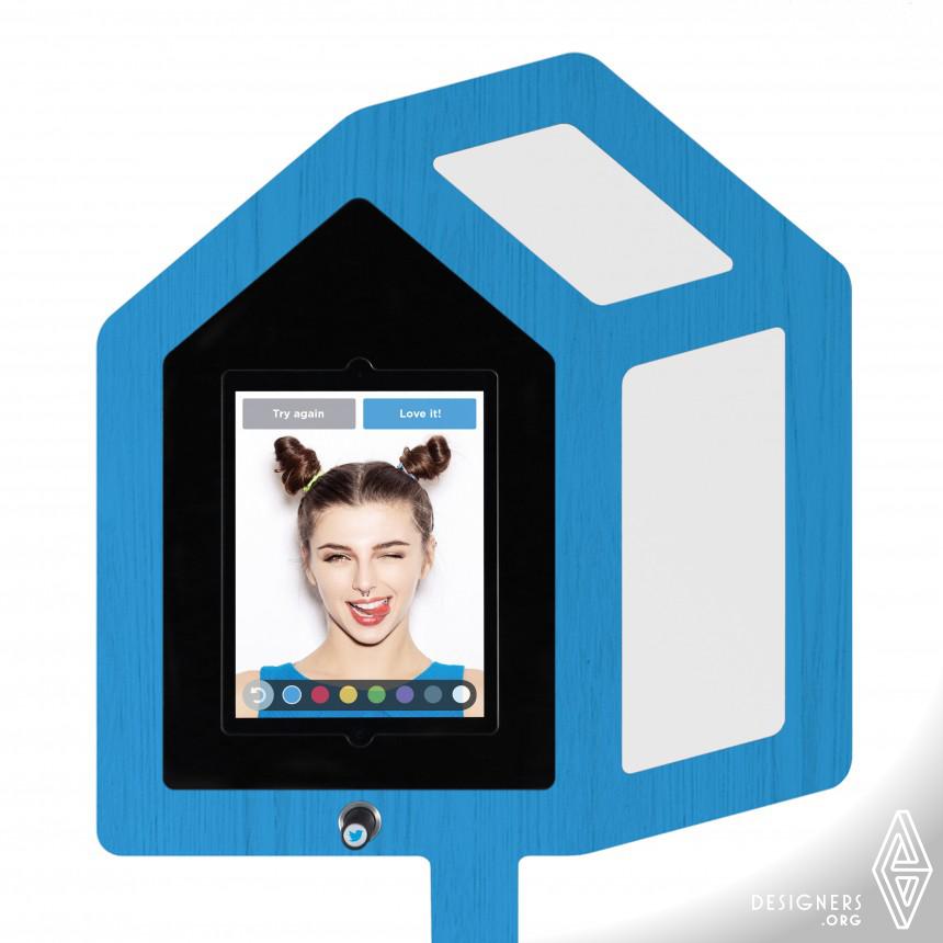 Twitter Mirror Social networking selfie booth