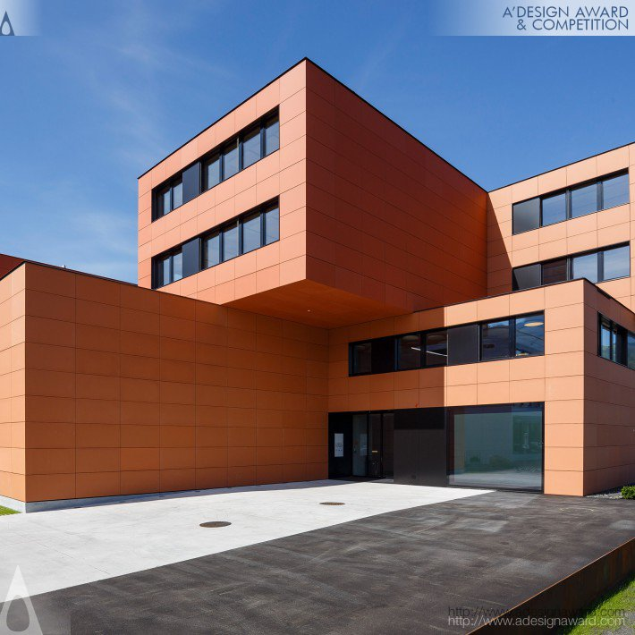 Dwelling and Office Building by Carlos Martinez Architekten