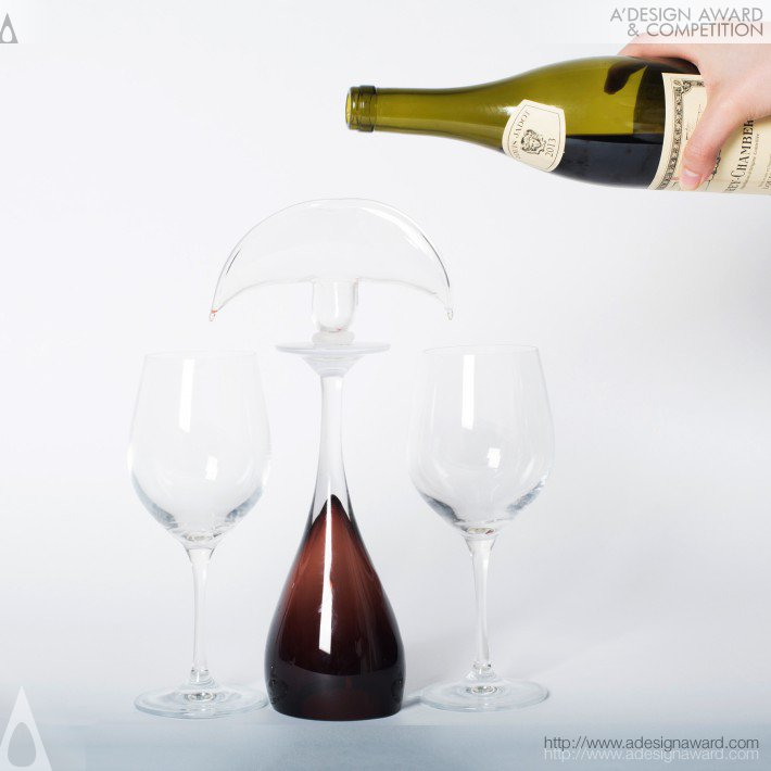 Ruiqi Dai - Fountainia Divide Wine Into Two Wine Glasses