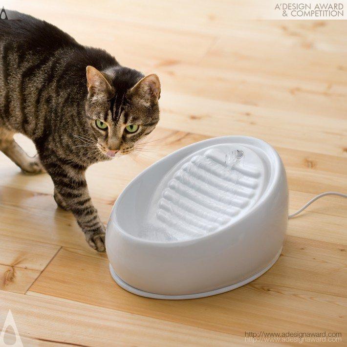 Lucky-Kitty (Cat Drinking Fountain Design)