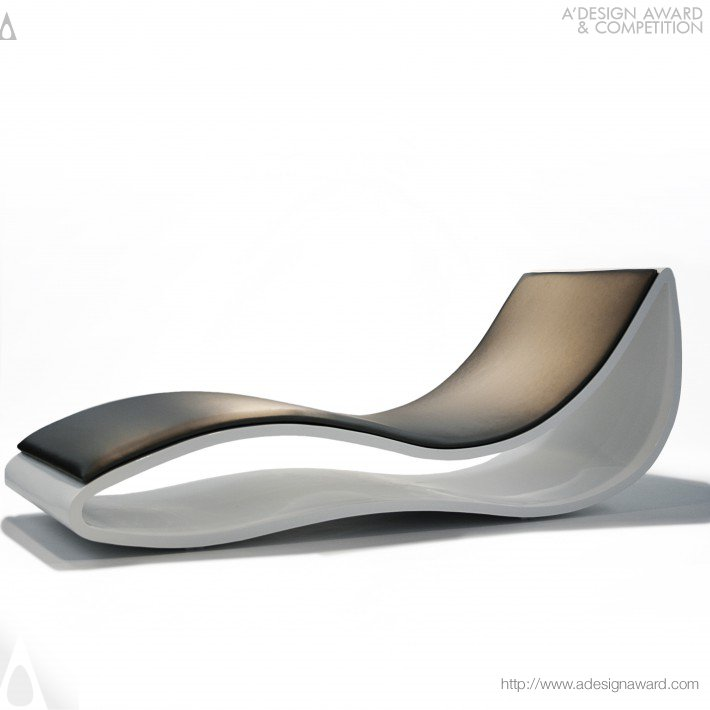 La Chaise Longue by Manel Besolí