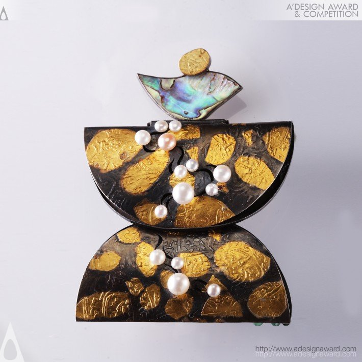 "Victor A. Syrnev - ""emerald""-Project Asia Metamorphosis Brooch"