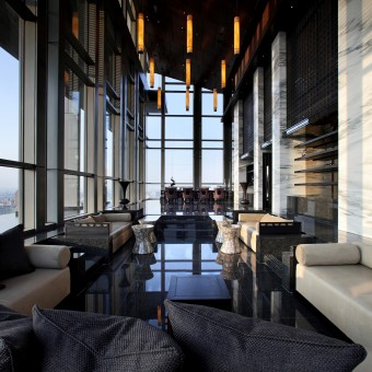 Pomo lounge sky bar for Sky design hotel