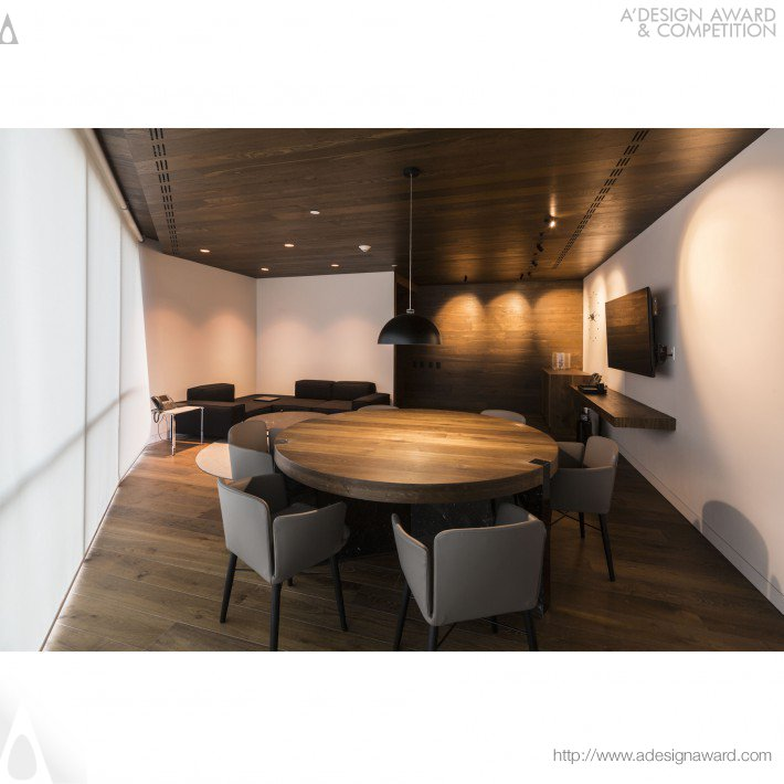 Work Area and Informal Meetings by Alonso de Garay